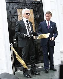 Karl Lagerfeld eröffnet feierlich den Showroom in der Alten Villa