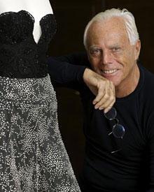 Finalmente überprüft der Stardesigner Giorgio Armani jedes Detail der Oscar-Robe noch einmal selbst