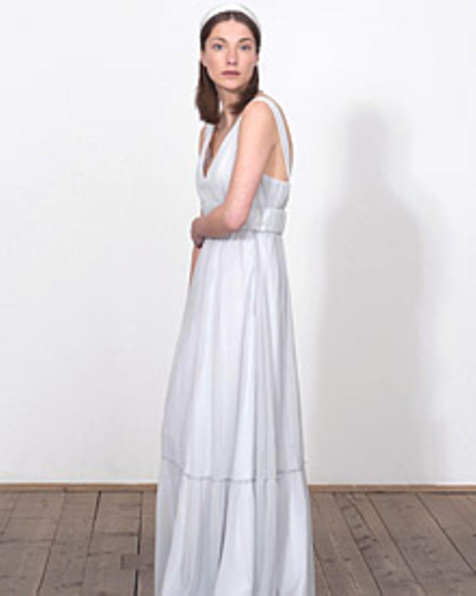 """Die """"Black & White Edition"""" der Marke """"Elfenkleid"""" zeigt schlichte Brautmode"""