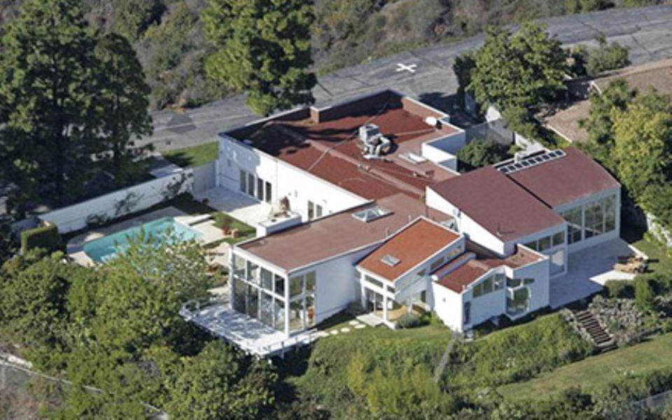 Die 7,5-Millionen-Euro-Villa in Los Angeles hat sechs Schlafzimmer und neun Badezimmer. Bei Kind Nummer vier muss also noch nich