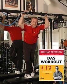 """Gunnar Peterson mit seinem Buch """"Das Workout"""" (www.rivaverlag.de)"""