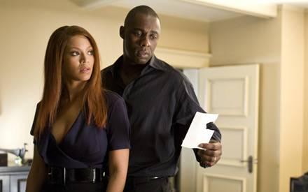 """Beyoncé Knowles und Idris Elba geben in das """"Obsessed"""" ein bedrängtes Ehepaar"""