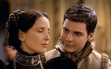 """In der blutigen Historientragödie """"Die Gräfin"""" spielt Julie Delpy zusammen mit Daniel Brühl (Kinostart 25. Juni 2009)"""