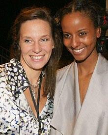 Modedesignerin Anja Gockel mit GNTM-Gewinnerin Sara bei der Fashionweek Berlin Sommer 2009