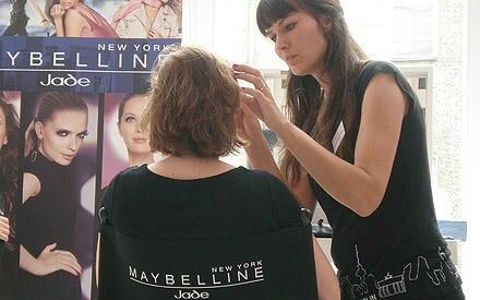 An den Style-Stationen konnten sich die Gäste ihr Make-up auffrischen lassen - wichtig bei der Hitze