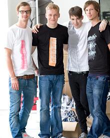 Die Vier von der Shirt-stelle: Joko Winterscheidt, Matthias Schweighöfer, Kilian Kerner und Sebastian Radlmeier