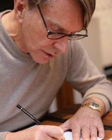 Konzentriert bei der Arbeit: Designer Wolfgang Joop