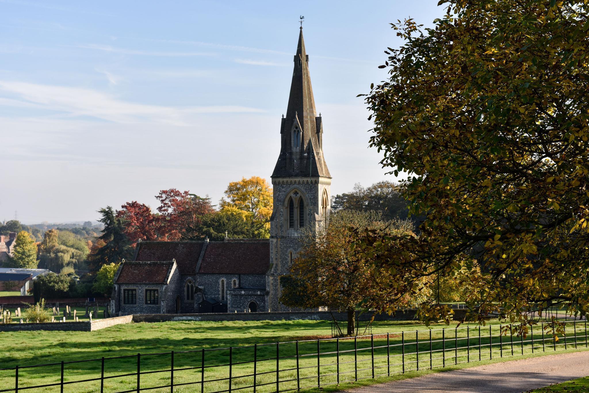 Herrlich pittoresk, die Hochzeitskirche in Berkshire. Für Mai buchte Pippa gleich alle Wochenenden – als kleines Ablenkungsmanöver.