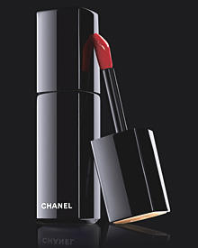 "Pure Verführung: ""Rouge Allure Laque"" von Chanel, Farbton 75 ""Dragon"", ca. 30 Euro"