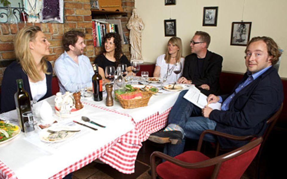 GALA im Gespräch mit Christian Ulmen samt Ehefrau Huberta und Autor Jan Weiler mit seiner Frau Sandra Limoncini