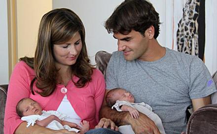 "Stolz präsentiert Roger Federer sein Familienglück auf ""Facebook""."