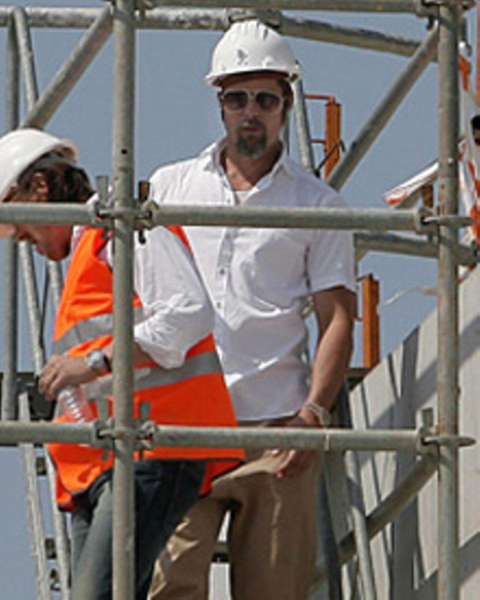 Brad Pitt hat auf dem Bau alles unter Kontrolle.