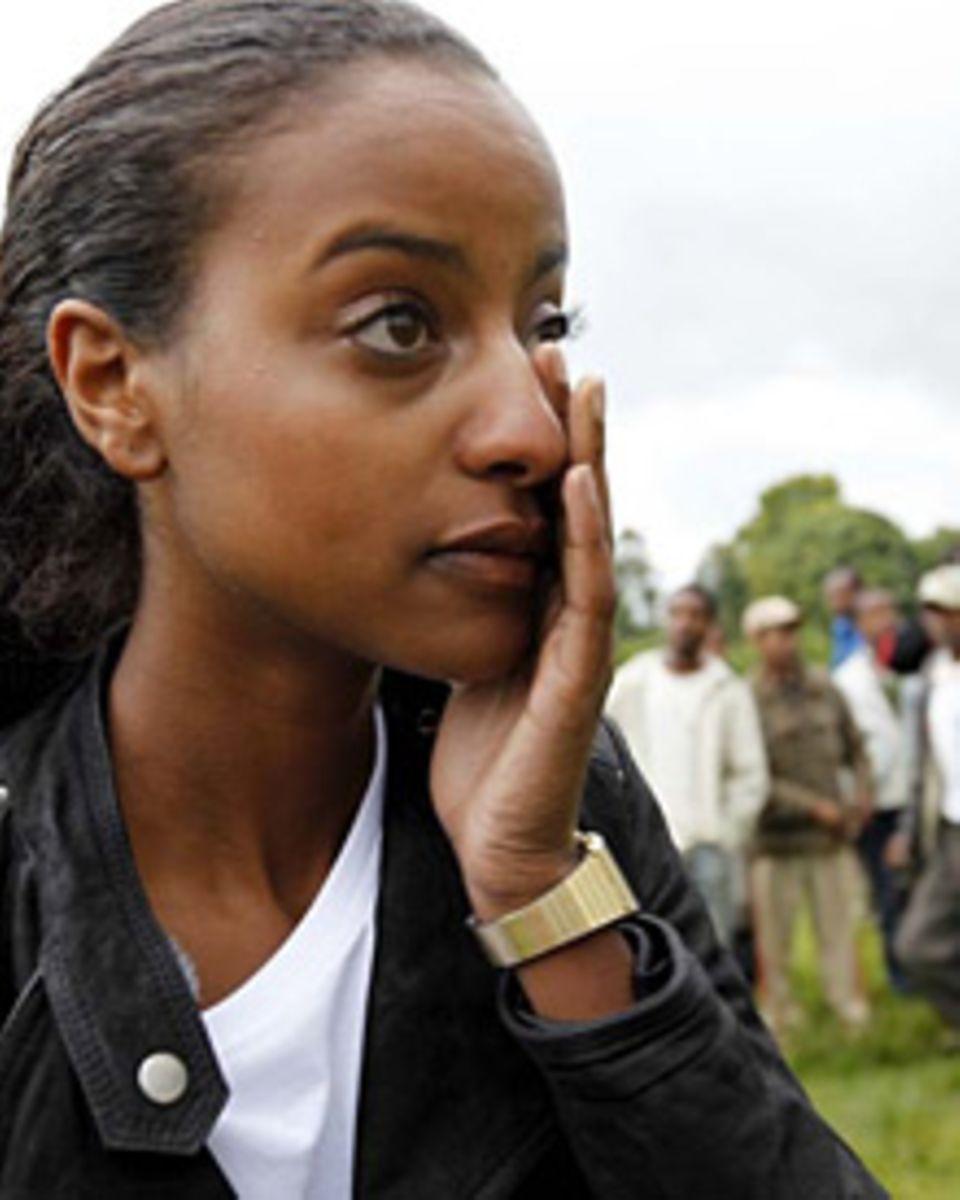 Beim Besuch der Schule in Degele fließen bei Sara Nuru Tränen der Rührung