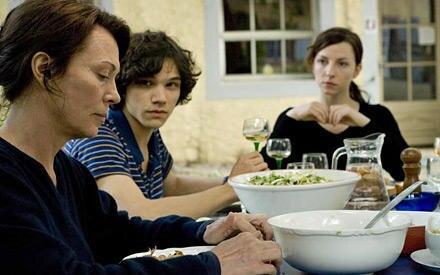 """Ab dem 1. Oktober 2009 sieht man Iris Berben in """"Es kommt der Tag"""" als Judith, deren perfektes Familienleben durch Alice aufgewi"""