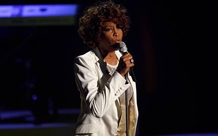 """Whitney Houston präsentierte ihren neuen Song """"I Look To You"""""""