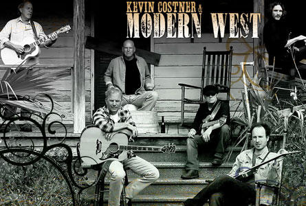 Zusammen mit seinen fünf Bandkollegen gibt Kevin Costner in sechs deutschen Stadten Konzerte.