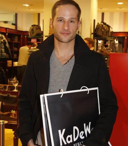 Für Lee Rychter ist es ein erfolgreicher Shopping-Nachmittag gewesen.