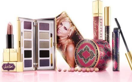Heidis Make-up-Linie umfasst neben einer üppigen Lidschattenpalette auch Lipgloss, Lippenstift, Eyeliner und Wimperntusche.