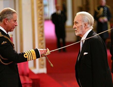 Christopher Lee: Prinz Charles schlägt Christopher Lee zum Ritter