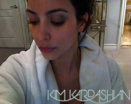 Kim präsentiert auf ihrer Homepage ihr Veilchen.