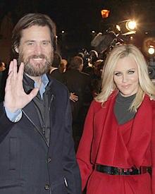 """Jim Carrey und seine Freundin Jenny McCarthy bei der US-Premiere von """"Eine Weihnachtsgeschichte""""."""