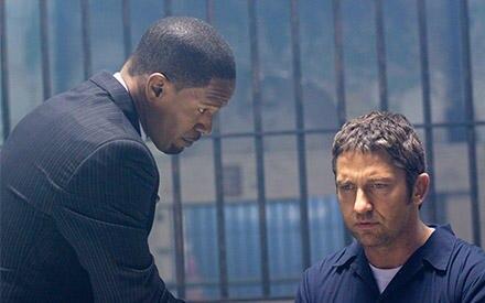 Nick Rice (Jamie Foxx) versucht alles, um Clyde Shelton (Gerard Butler) zum Aufgeben zu bewegen.