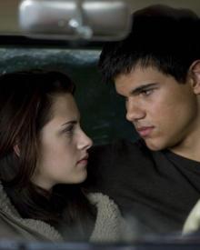 """Bella und Jacob kommen sich in """"New Moon"""" immer näher."""