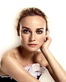 Natürlich schön mit strahlendem Teint wird Diane Kruger von L'Oréal in Szene gesetzt.