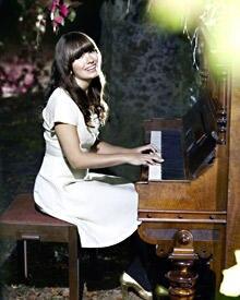 """Marit Larsen landete mit """"If a song could get me you"""" einen Nummer-Eins-Hit."""