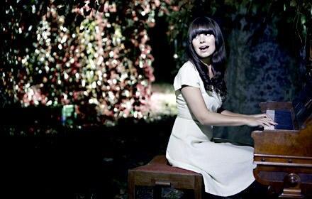 Marit stammt aus einer musikalischen Familie: Ihr Vater spielt im Osloer Philharmonie Orcheste, ihre Mutter ist Pianistin.