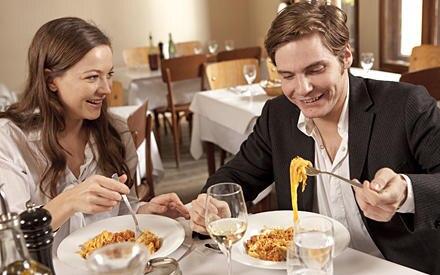 """Für gutes Essen sind Hannah Herzsprung und Daniel Brühl immer zu haben. Neben dem """"Il Pane e le Rose"""" gehört das """"Al Contadino s"""