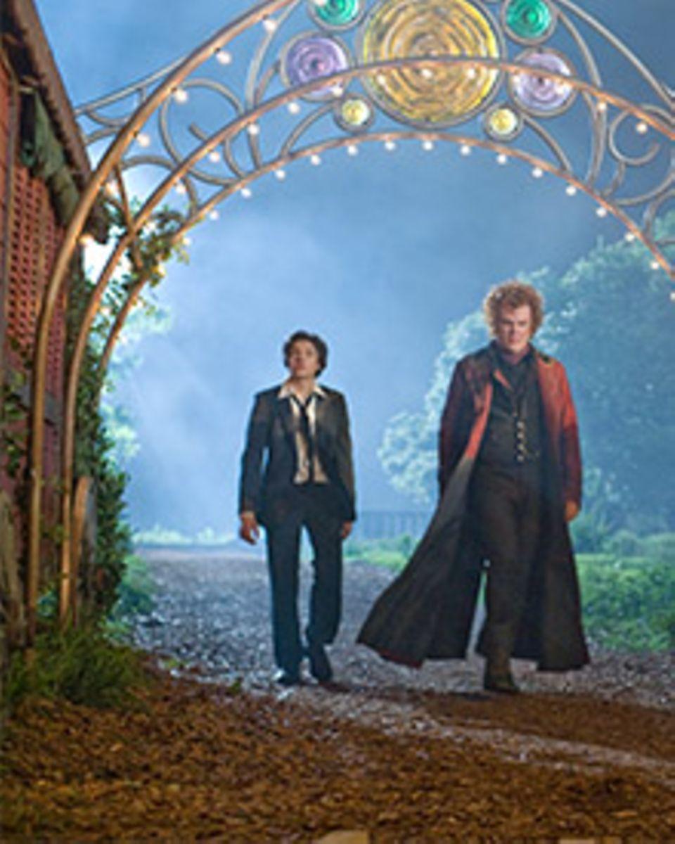 Der Spinnenbeschwörer Larten Crepsley (John C. Reilly) macht den 14-jährige Darren (Chris Massoglia) zum Vampir.