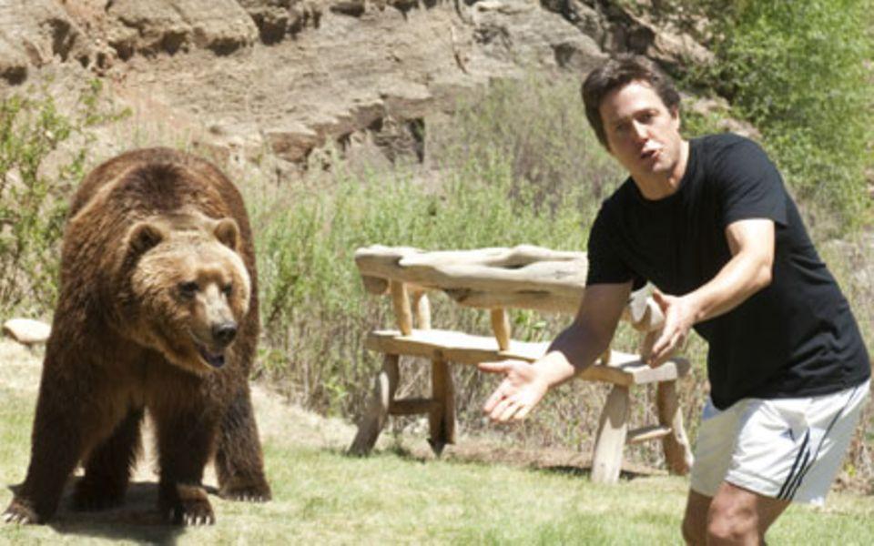 Die Tücken der Wildnis: Paul Morgan (Hugh Grant) will nicht als Bärenfutter enden.