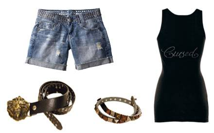 Jeans-Shorts im angesagten Used Look, Tank Top und Accessoires mit Nieten: Blessed & Cursed, weiß, was bei Hollywoodstars ankomm