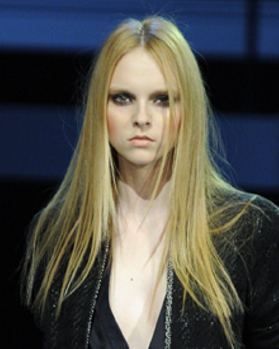 Das Haar der weiblichen Michalsky-Models wurde erst ultraglänzend geglättet und dann frizzy gestylt, so wie nach einer durchtanz