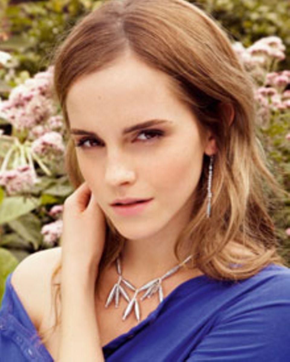 Faire Mode kann auch gut aussehen - das beweist Emma Watson mit ihrem Schmuck aus recyceltem Süßigkeitenpapier.