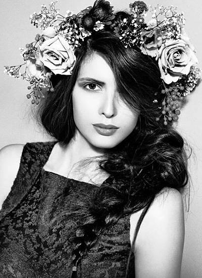 Von der Model-WG ins Fotostudio: Denise wird von Fotografin Anna Rosa Krau ins rechte Licht gesetzt.