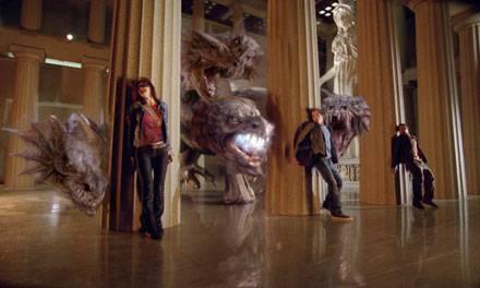 Huhu, Harry: die Struktur ist schon klar. Zwei Jungs, ein Mädchen, ein bisschen Romantik. Und Monster, in diesem Fall das vielkö