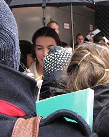 In diesen Fanmassen haben sich 60 Prozent von Olivia Williams' Gesicht versteckt.