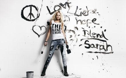 Liebe, Hoffnung, Blend: Sarah hatte beim Fotoshooting für das dänische Label sichtlich Spaß.