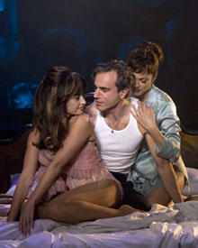 Traum dieses Mannes: Streicheleinheiten von Ehefrau Luisa (Marion Cotillard) und Geliebter Carla (Penélope Cruz)
