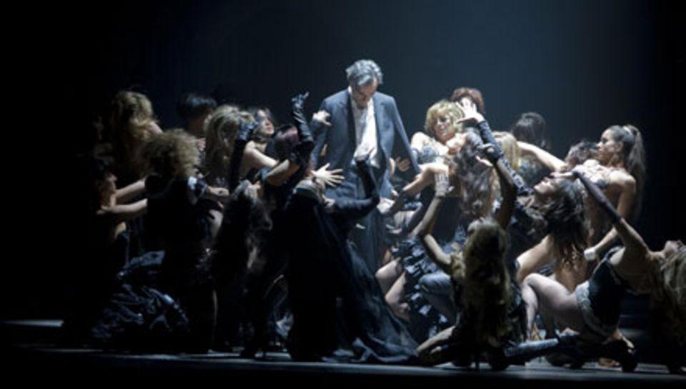 Daniel Day-Lewis spielt den gehetzten, depressiven Frauenheld Guido Contini mit Hingabe