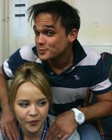 Gareth Gates und Katie Hall schäkern herum: Die Schauspielerin veröffentlichte dieses Bild auf ihrer Facebook-Seite.