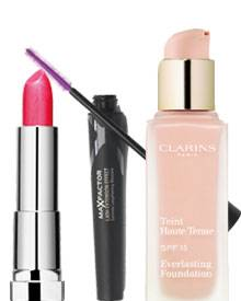 Mit diesen Basics gelingt der Look: Color Sensational Lippenstift von Maybelline Jade, Lash Extension Mascara von Max Factor für