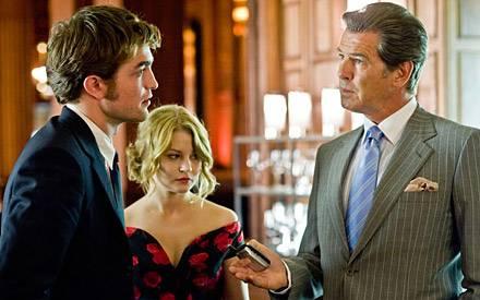"""Grosses Drama: In """"Remember Me"""" spielt Robert Pattinson (hier mit Emilie de Ravin und Pierce Brosnan) einen jungen Mann, dessen"""
