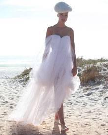 Im Gegensatz zu vielen ihrer Model-Kolleginnen schlug sich Stuntfrau Miriam beim Strandshooting wacker.