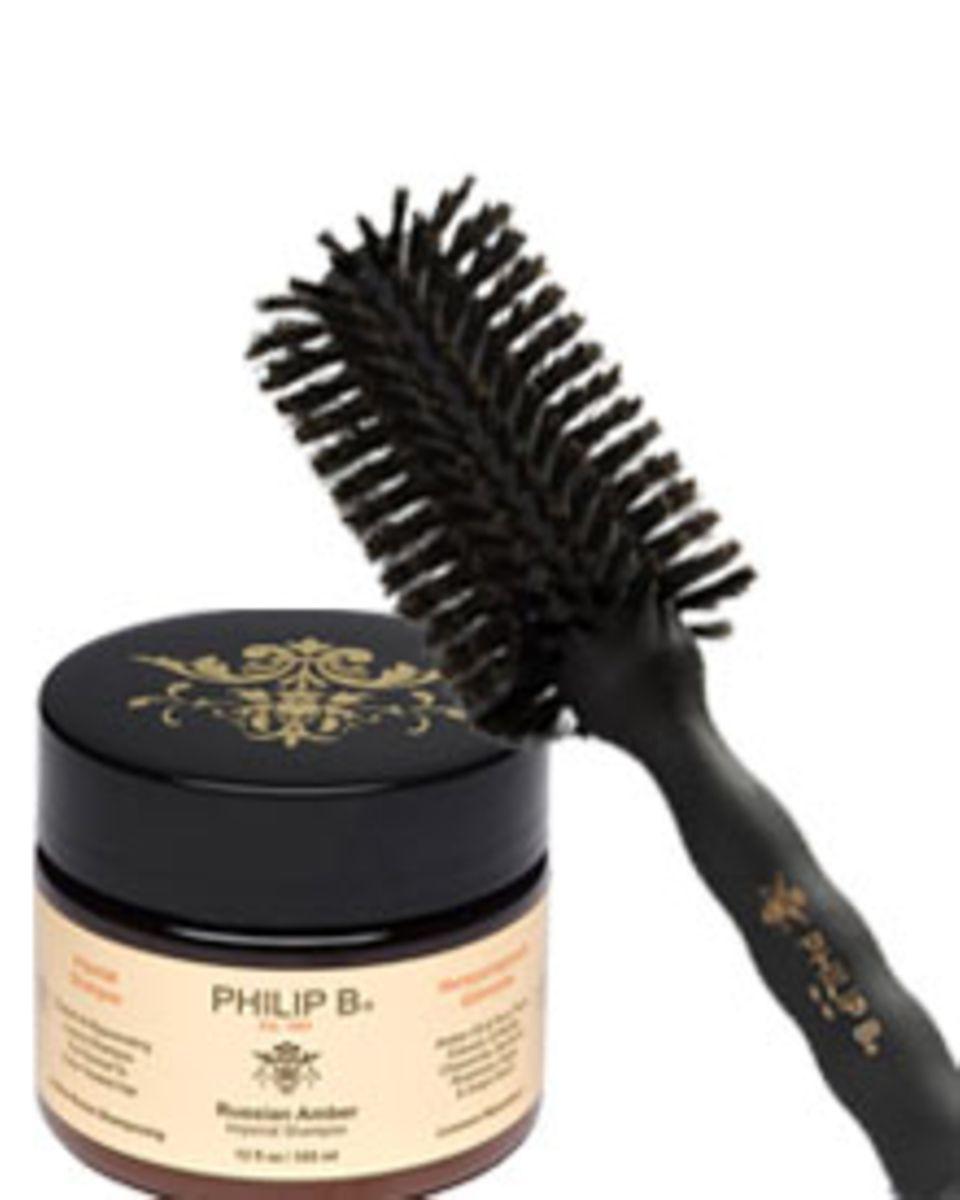 Die Profibürste stimuliert die Kopfhaut (ca. 75 Euro); Shampoo für Volumen (ca. 168 Euro).