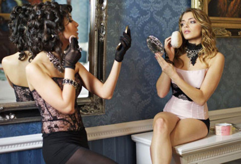 Als Schauspielerinnen wissen Sila Sahin und Anne Menden: Ein perfekt gepudertes Näschen ist das A und O.