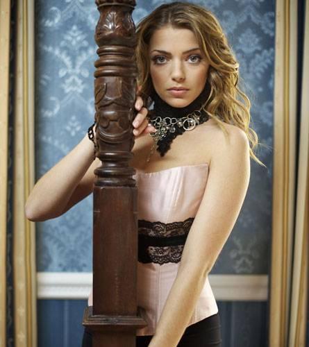 So sexy kann ein TV-Jubiläum sein: Anne Menden posiert in einer rosafarbenen Corsage.