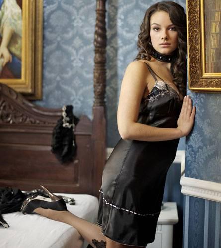 Den nachdenklichen Blick beherrscht Janina Uhse auch in ihrer Rolle als Jasmin Nowak perfekt.